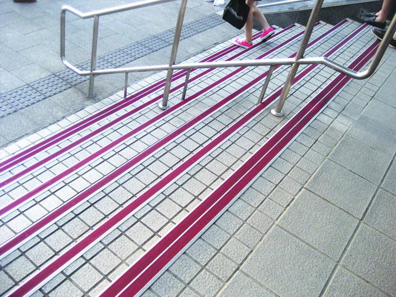 楼梯级安全防滑条